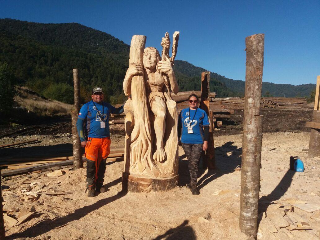 Escultura sobre la noción del tiempo en la cosmovisión mapuche gana destacado concurso de tallado en madera