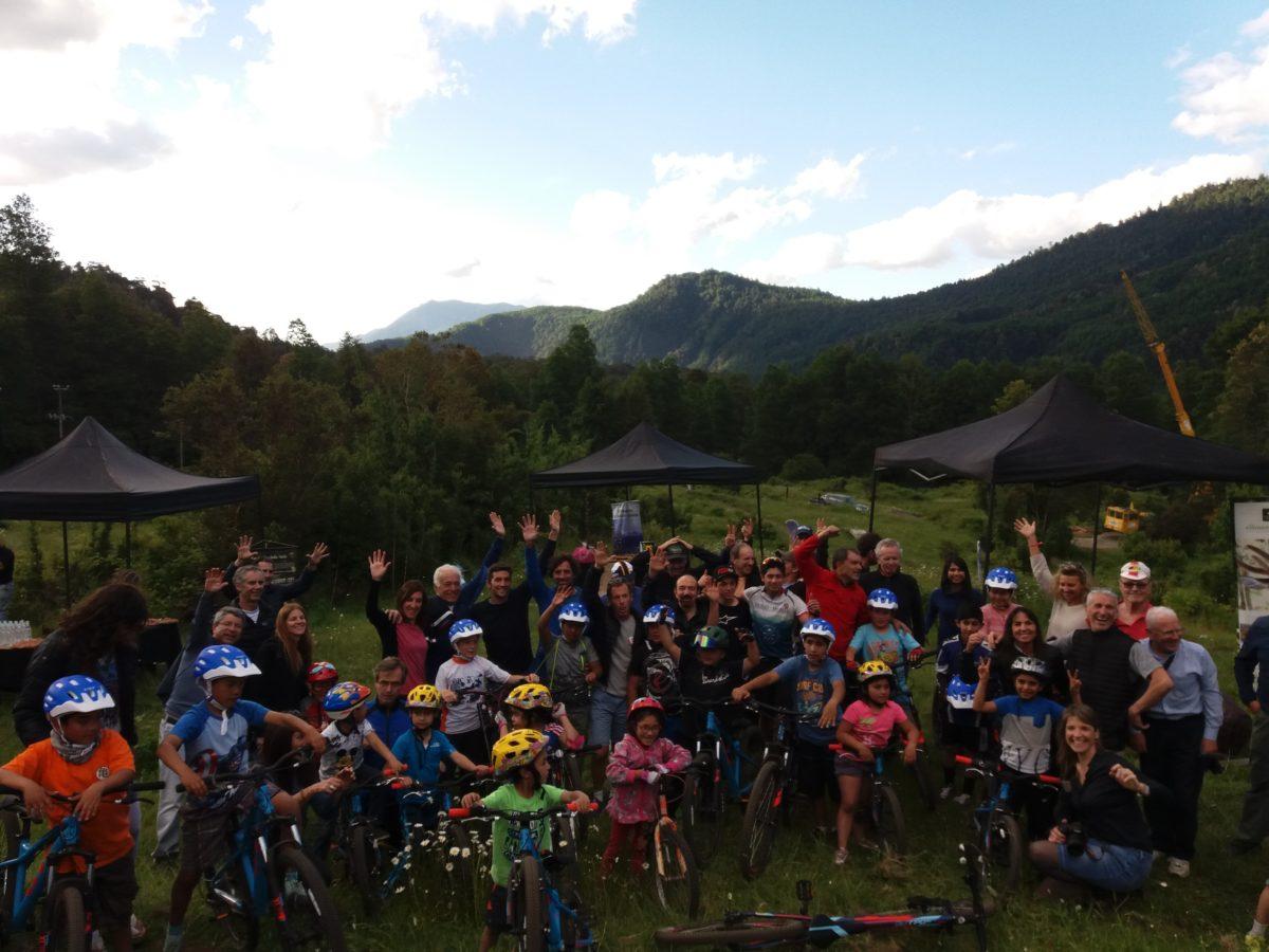 Se inaugura Escuela de Bicicletas para niños de escasos recursos de Neltume y Puerto Fuy